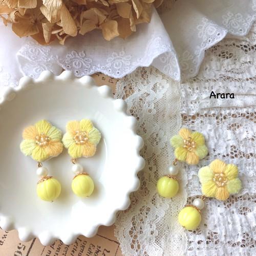 手刺繍のお花(黄色)ピアス・イヤリング