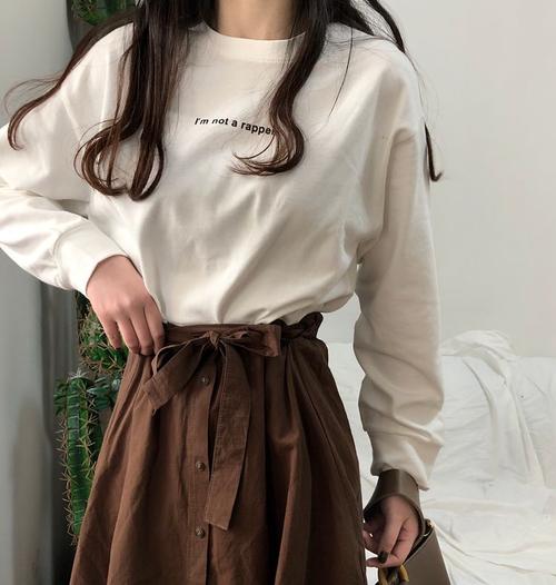 【トップス】春秋アルファベット長袖合わせやすい柔らかカジュアルTシャツ23179218