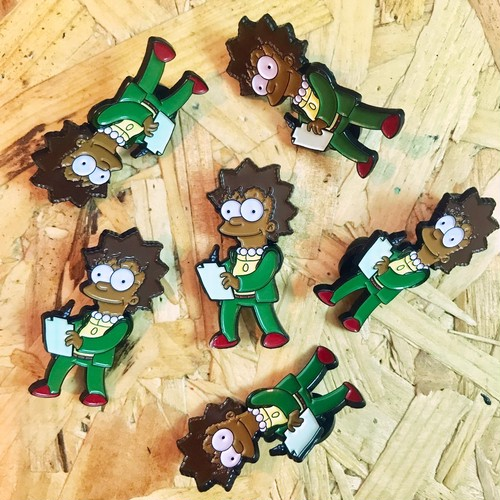 "THUMBS""Lisa x Futurama Pin Badge"""