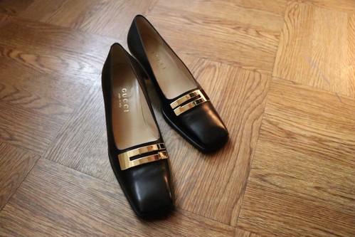 GUCCI gold plate pumps
