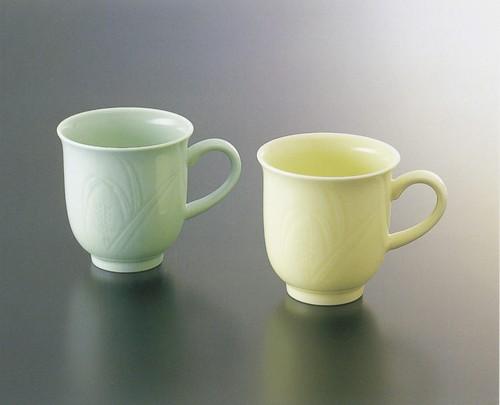No.68,No.69【井上萬二窯作】麦彫文モーニングカップ(青白磁、黄釉)