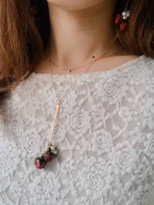 淡水パールとバラのつぼみネックレス