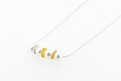 アコヤ真珠 デザインペンダント〈プチトリニティ〉