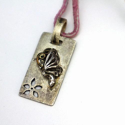 [和風の手作りシルバーアクセサリー]ペンダント・蝶と花