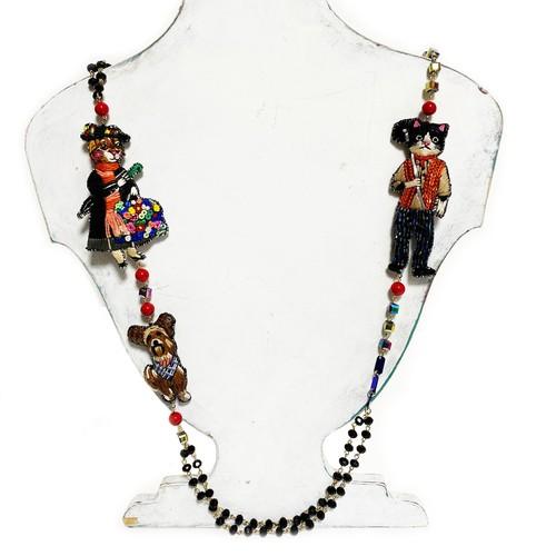 刺繍ネックレス Manyali Poppins