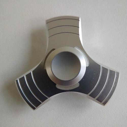 送料込み Hand Spinner シルバー 指スピナー 高速回転・超人気モデル