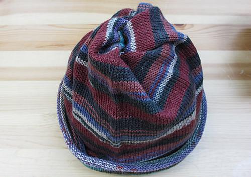 梅村マルティナさんの腹巻帽子(ローズ×ブルー)