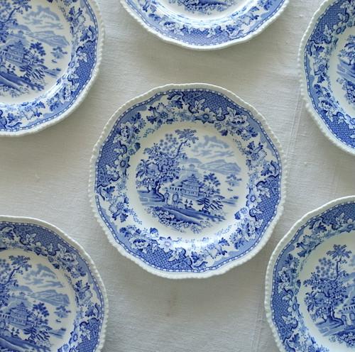 ロマンティックな青いお皿 23cm