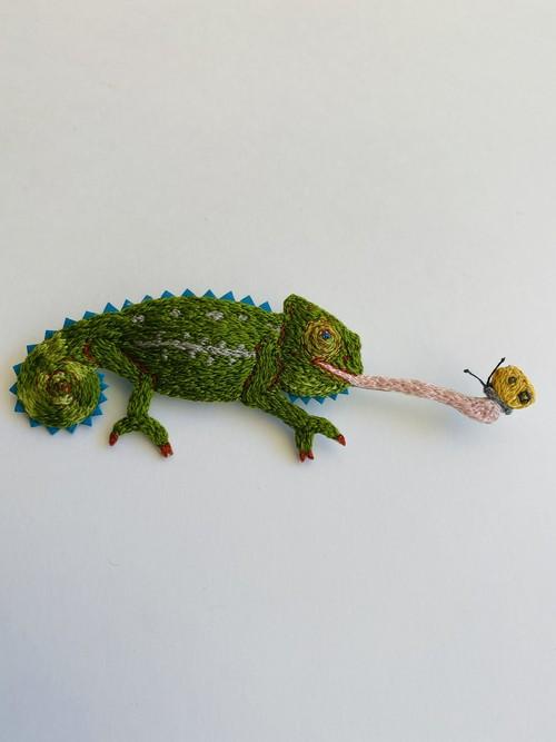 atelier grasshopper  ブローチ  カメレオン幼体
