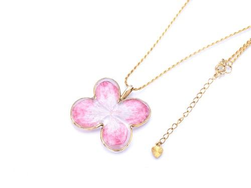 パピヨンの桜色ペンダント【アジサイの花・桃色珊瑚・銀泥染】・24kgp (silver950)