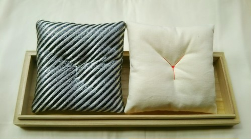 達磨さん座布団[小size用] 白/ストライプ終了