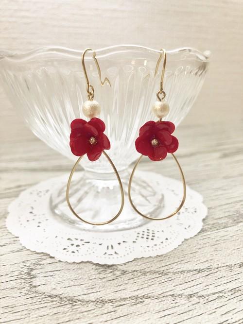 夏にかわいい♡赤い小花とパールのフラワーピアス