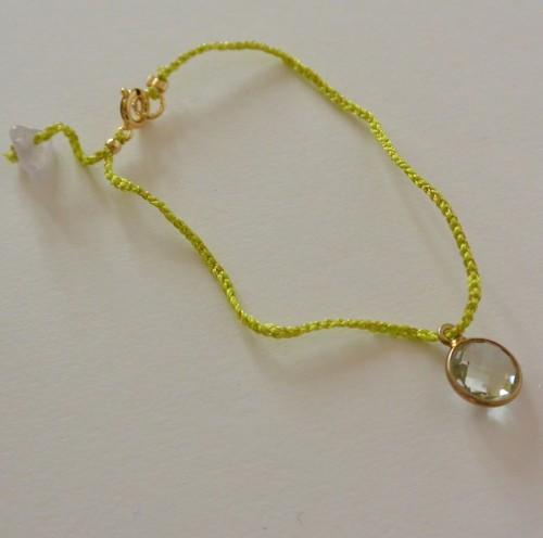 絹糸のミサンガブレス 丸いグリーンクォーツ