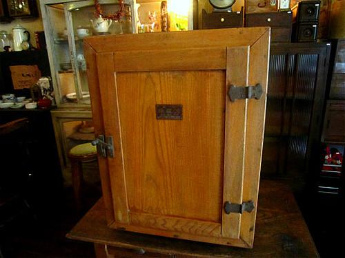 戦前のレトロな氷冷蔵庫
