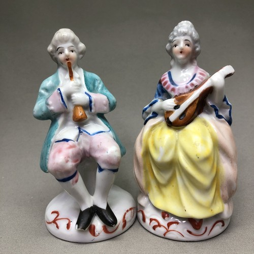 オキュパイドジャパン 楽器演奏を楽しむカップル ペアで