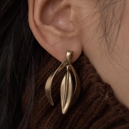 【gold / silver】vintage natural twist leaf drop pierce 〜ヴィンテージナチュラルツイストリーフドロップピアス〜