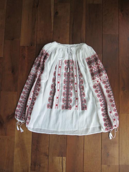 伝統手芸 ルーマニア刺繍ブラウス
