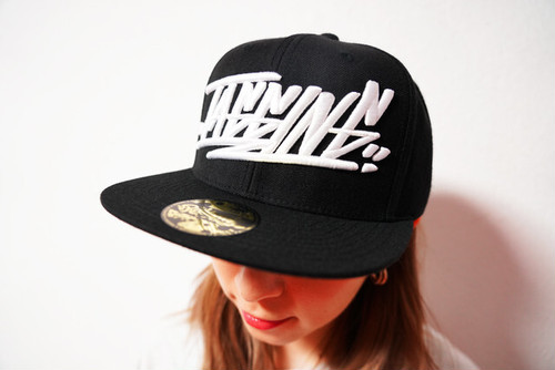 "[予約商品]RAKUGAKI 2020 ""TAGGING"" Logo Snap Back Cap Black"