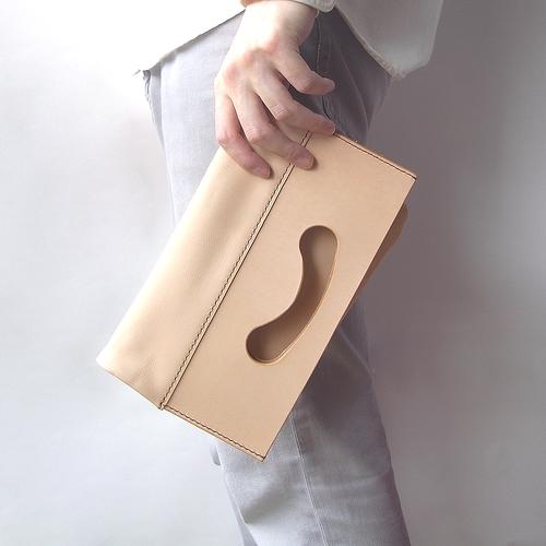 ヌメ革(生成り)のクラッチバッグ(小)【conicori/こにこり】 #手縫い #手もみ #選べるアルファベット刻印#送料無料