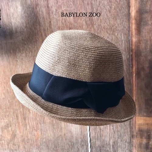 Porter des boutonsのペーパーハット