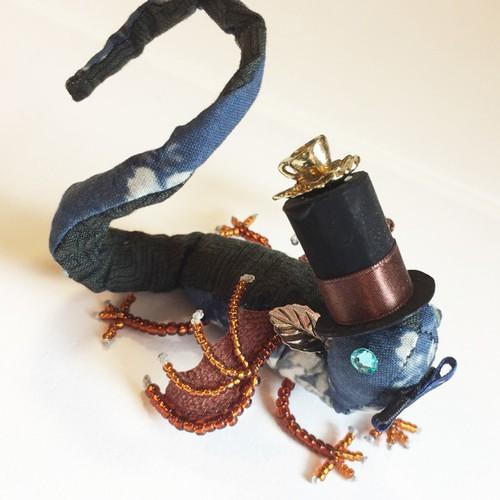 物語の宝石竜 【ハッター 青い背中】 〜不思議の国のアリスより〜
