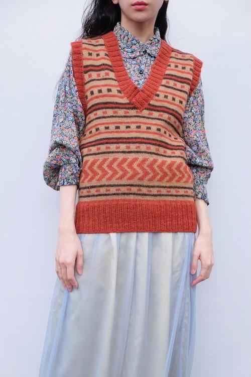 tsukihi knit vest.