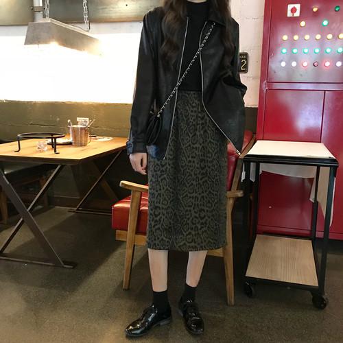 【お取り寄せ商品】レザージャケットとレオパード柄ひざ丈スカートのセットアップ 9101