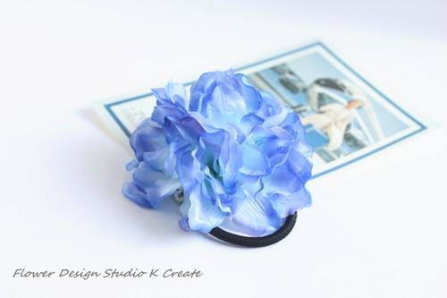 再販:紫陽花風の海色のヘアゴム ブルー アジサイ風 青 髪飾り お花ヘアゴム 涼し気 浴衣 夏祭り