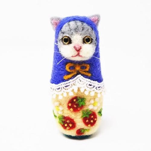 ねこリョーシカ「いちごネコ」(グレー)