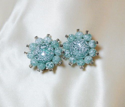 VINTAGE blue glass earring