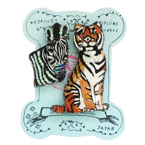 刺繍ミニブローチトラとシマウマ