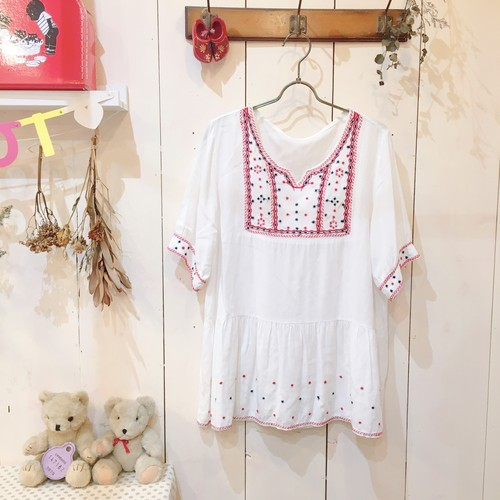 embroidery blouse/red×navy