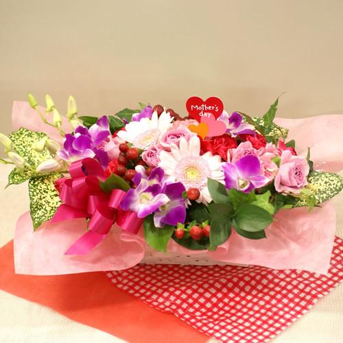 【送料無料】【母の日】【生花アレンジ】母の日ハートのピック付季節のお花のお花畑フラワーアレンジメント FL-MD-202