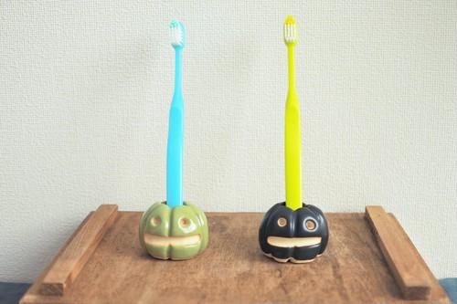 カボチャの歯ブラシ立て みどり(左)