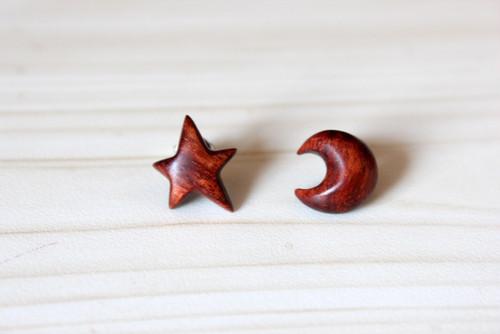 紫檀ピアス/星と月