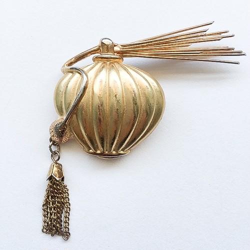 perfume brooch[b-188]