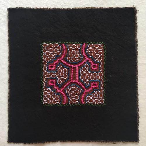 泥染めコースター 刺繍17cm-8 アマゾンの泥染め シピボ族の工芸