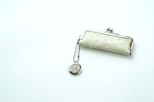 【小花 シルバー&ホワイト シルク帯  印鑑ケース】がま口、帯リメイク。結婚祝い、誕生日、敬老の日のギフトに。