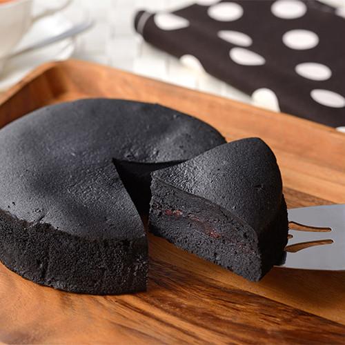 KURO(クロ) 竹炭とラズベリーのスイートダークチーズ