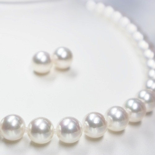 8.5mm~9.0mmオーロラ花珠アコヤパールネックレス+ピアスorイヤリングセット(鑑別鑑定書付:S-516449)