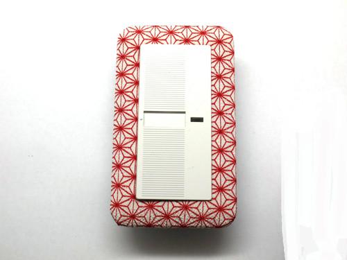 一色白地に赤あさの葉 ワイド1連用スイッチプレート