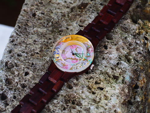 押花向日葵と金箔、和紙の千代紙をフレームにした銘木黒檀の腕時計