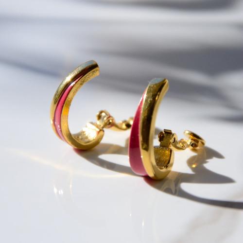 《TRIFARI/トリファリ》ピンクとゴールドのバイカラーヴィンテージイヤリング