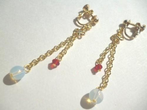 オパール・カットガラスのイヤリング〈e550〉