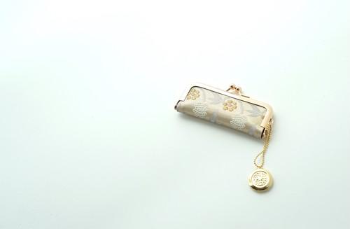 【ゴールド 小花模様 シルク帯  印鑑ケース】結婚祝い、誕生日のギフトに。がま口、帯リメイク