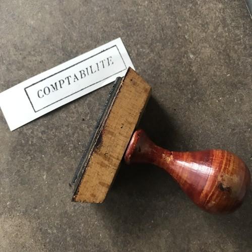 使い込まれた赤茶色の商業用スタンプ(フランスヴィンテージ) -会計ー
