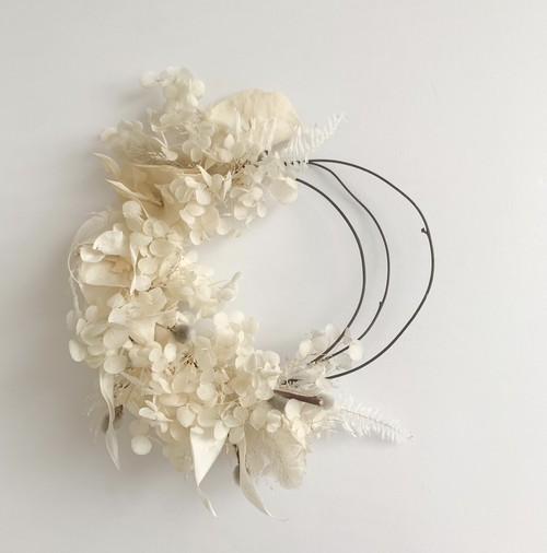 white mini wreath