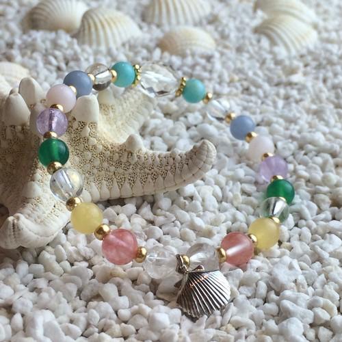 チャクラカラー貝殻チャーム付きブレスレット☆人体に宿るチャクラのカラーを表現したデザインブレスレットです!