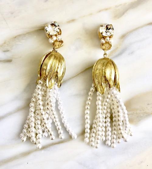 Dressy tussle//vintage pearl