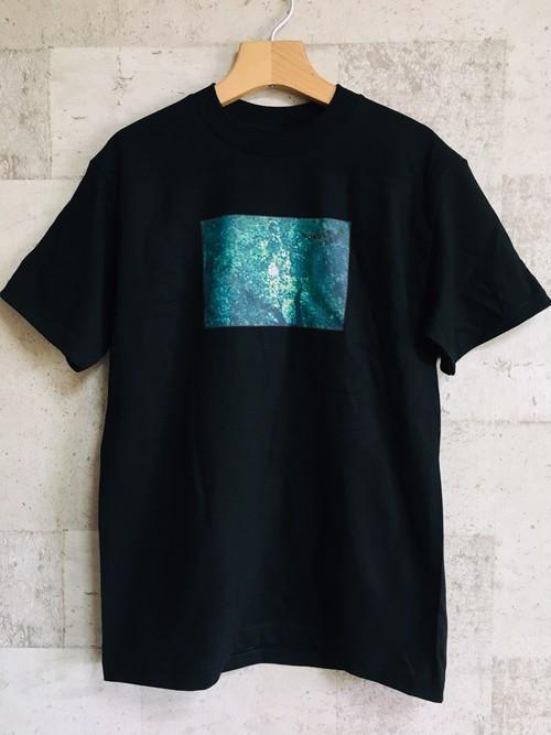 「WONDER ESCAPE」フォトTシャツ (黒)